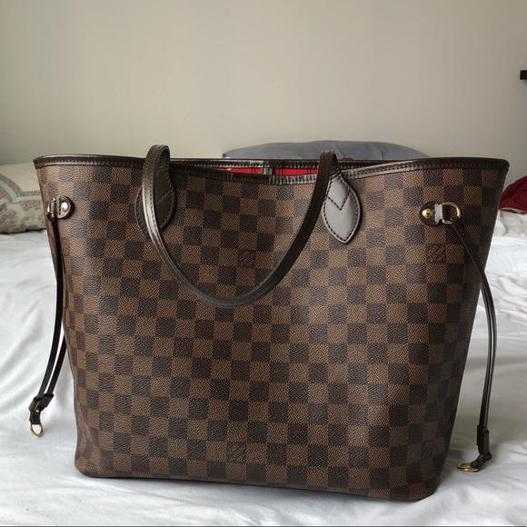 576e54d82dcd Louis Vuitton Handbags - Louis Vuitton Damier Neverfull in MM